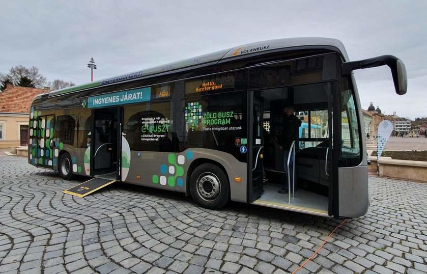 Új mérföldkőhöz érkezett Esztergom, elektromos busz állt forgalomba a városban