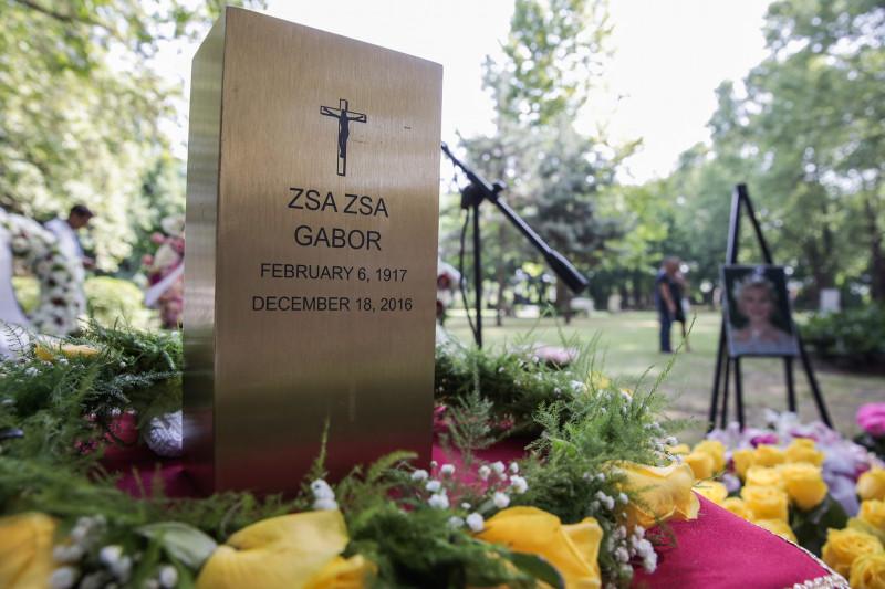 Öt év után ma eltemették Gábor Zsazsát