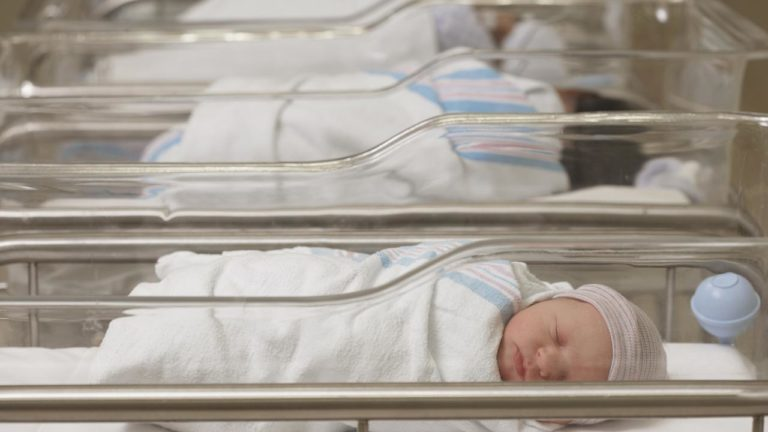 Összecseréltek két kisbabát a hódmezővásárhelyi szülészeten